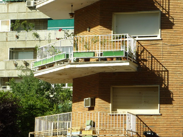 deteriorating cantilever balcony example (not made by Midwest Stairs & Iron)