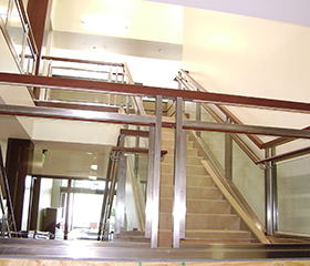 metal railing systems with glass